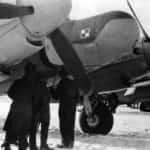 Samolot Mosquito NF.XXX EW-G z powiększonym nosem kryjącym radar AI Mk X ''Monica''