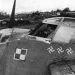 Samolot Mosquito NF.II EW-R z pięcioma swastykami oznaczającymi pięć zwycięstw powietrznych kapitana Dywizjonu 307 pilota Gerarda Ranoszka