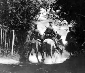 Zdjęcie Beliniaków, czyli ułanów 1 Pułku na patrolu.