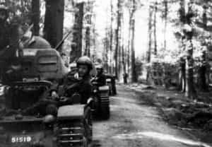 Zdjęcie przedstawiające czołgi 10 Brygady Kawalerii Pancernej podczas walk we Francji (1940 r.).