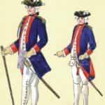 Ilustracja autorstwa Gabriel N. Raspe. Grafika prezentuje korpus Kadetów 1775 r. Od lewej: oficer w mundurze zwyczajnym letnim, kadet w mundurze paradnym