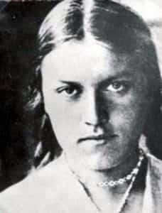 """Zdjęcie portretowe Krystyny Krahelskiej ps. """"Danuta"""" (1914-1944)."""