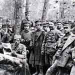 Zdjęcie grupowe legionistów czwartego pułku w okopach pod Koszyszczami