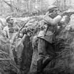 Zdjęcie legionistów w okopach pod Styrem.