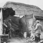 Zdjęcia przedstawia legionową kuchnię polową z 1915 roku