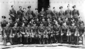 Zbiorowe zdjęcie Lwowskich Puchaczy (baza Exeter, grudzień 1941 r.).