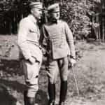 Zdjęcie brygadiera Józefa Piłsudskiego i porucznika Bolesława Wieniawy-Długoszowskiego zrobione podczas pobyty Piłsudskiego w Zakopanem we wrześniu 1916 r. Ze zbiorów Narodowego Archiwum Cyfrowego.