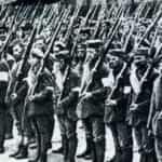 Zdjęcie przeglądu 4 Katowickiego Pułku Karola Gajdzika podczas trzeciego Powstania Śląskiego
