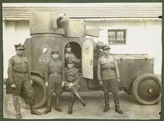 Pancerny Fiat Iżorski z 2 Szwadronu Samochodów Pancernych.