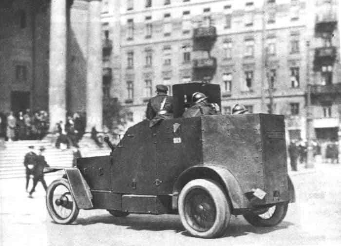 Peugeot pancerny na ulicach Warszawy podczas Przewrotu Majowego 1926 r.