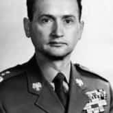 Dowódca wojskowy, działacz komunistyczny. Stał na czele Wojskowej Rady Ocalenia Narodowego, podczas stanu wojennego (1981–1983)
