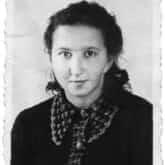 """Danuta Siedzikówna """"Inka"""" (1928-1946) – sanitariuszka 4. szwadronu odtworzonej na Białostocczyźnie 5 Wileńskiej Brygady AK, w 1946 w 1 szwadronie Brygady działającym na Pomorzu, pośmiertnie mianowana podporucznikiem Wojska Polskiego."""