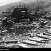 Artyleria przeciwpancerna - działo przeciwpancerne 17 funtowe Ordnance QF 17- pounder na wzgórzu 324. Ze zbiorów NAC