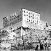 Ruiny klasztoru na Monte Cassino po zakończeniu walk. Ze zbiorów Narodowego Archiwum Cyfrowego.