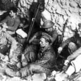 Saperzy 5 Kresowej Dywizji Piechoty w schronie przy Drodze Polskich Saperów. Ze zbiorów Narodowego Archiwum Cyfrowego