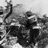"""Polscy żołnierze w walce o Wzgórze 593. Fotografia Melchior Wańkowicz """"Bitwa o Monte Cassino"""". Źródło: Wikipedia."""