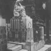 Grób Fryderyka Chopina na cmentarzu Pere-Lachaise w Paryżu. Źródło: Narodowe Archiwum Cyfrowe