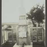 Pomnik nad mogiłą generała Ludwika Kickiego, powstańca 1831 roku. Źródło: Polona