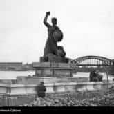 Pomnik Syreny na Wybrzeżu Kościuszkowskim autorstwa Ludwiki Nitschowej (1939). Ze zbiorów Narodowego Archiwum Cyfrowego