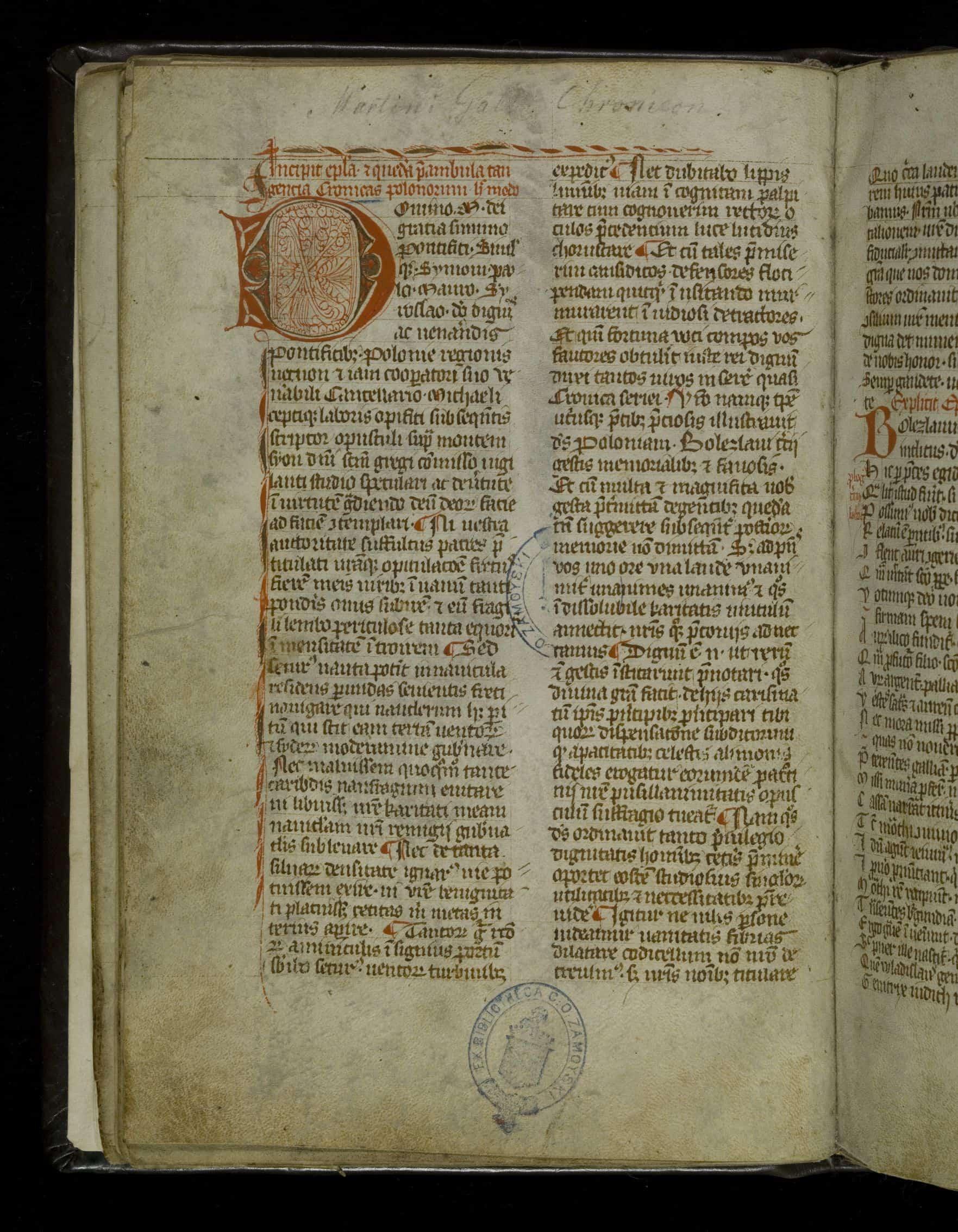 Strona tytułowa najstarszego zachowanego, pochodzącego z XV w. odpisu Kroniki Polskiej Galla Anonima, zawartego w tzw. Kodeksie Zamojskich. Dzieło znajduje się w zbiorach Biblioteki Narodowej. Źródło: Polona